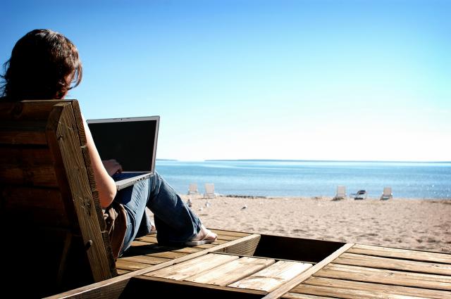 Los destinos para trabajar este verano: ¡haz las maletas!