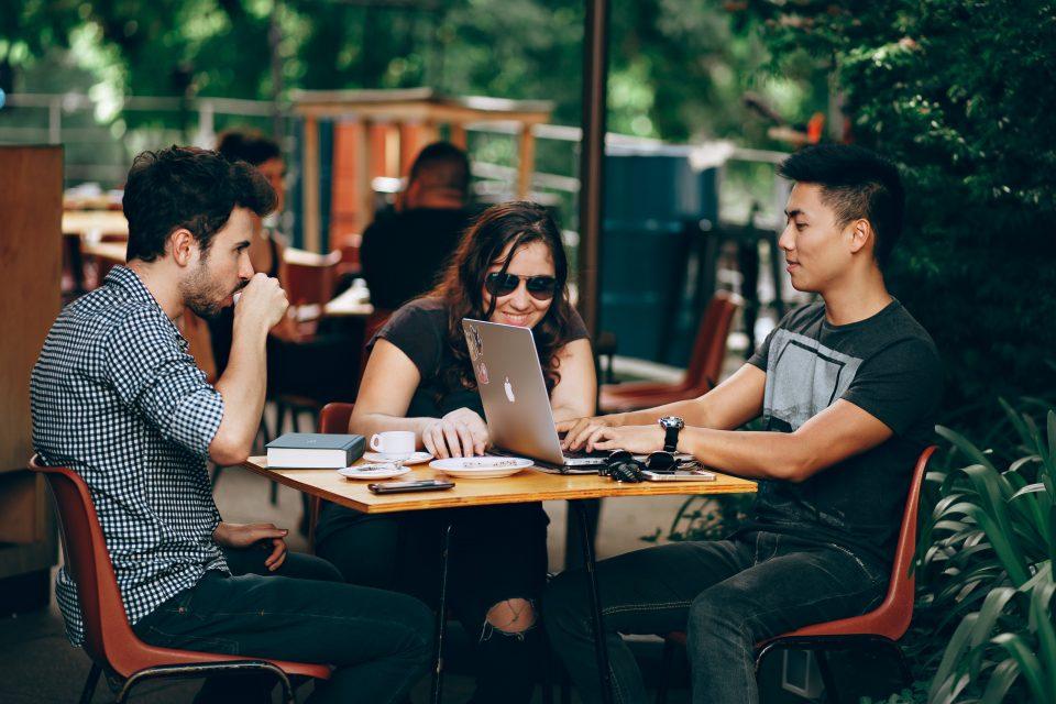 Llegan los 'junnals': descubre cómo son y qué buscan en el mundo laboral