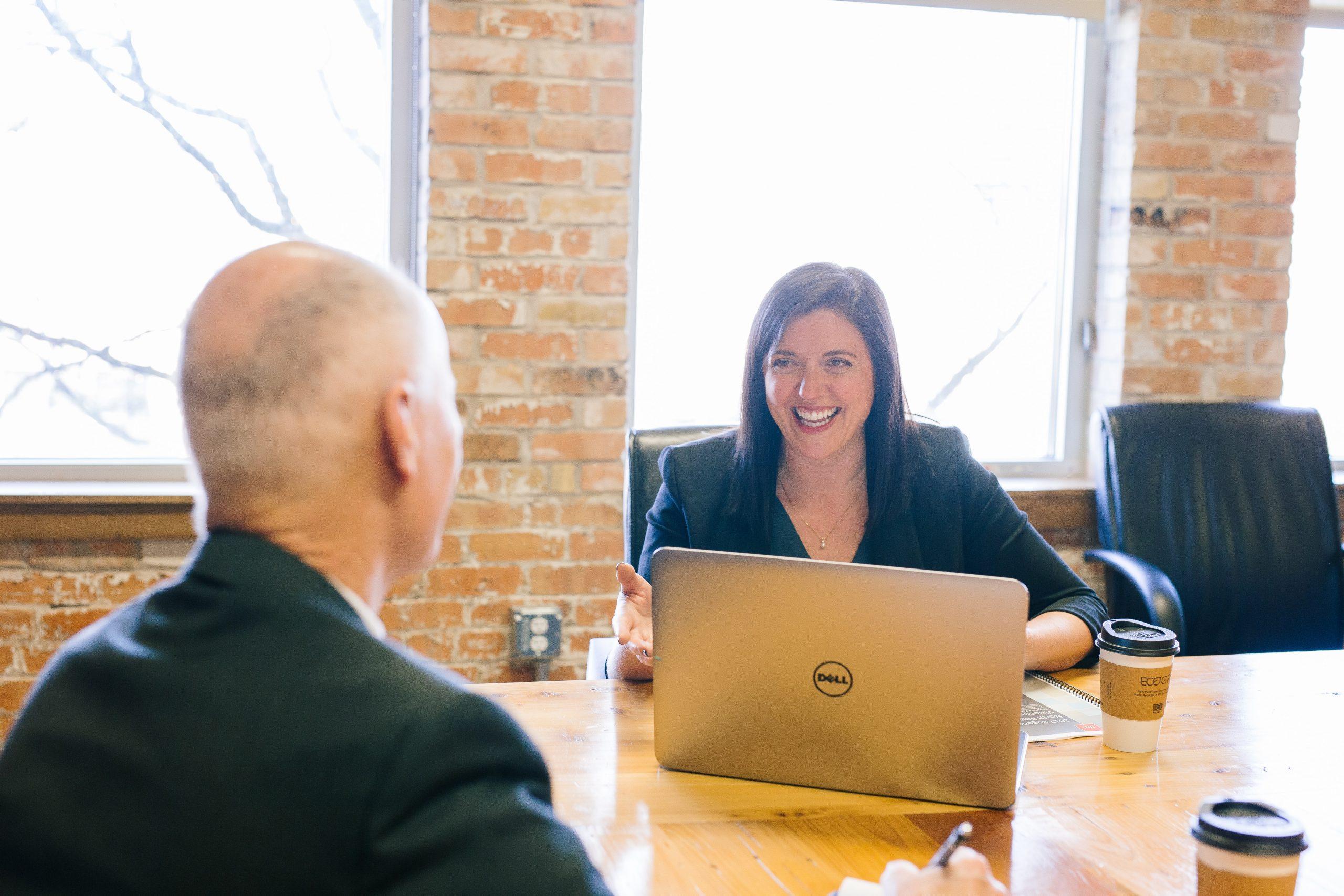 Las preguntas que puedes hacer (y las que no) en una entrevista de trabajo
