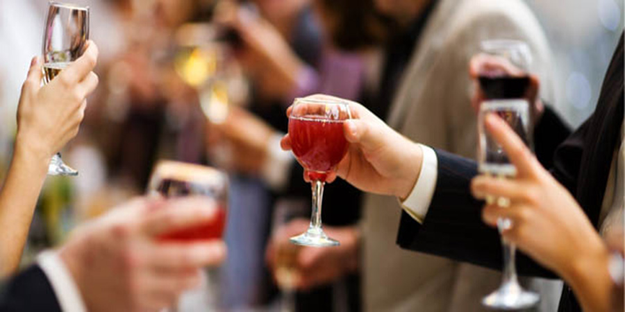Llega la cena de empresa: consejos para 'superarla'