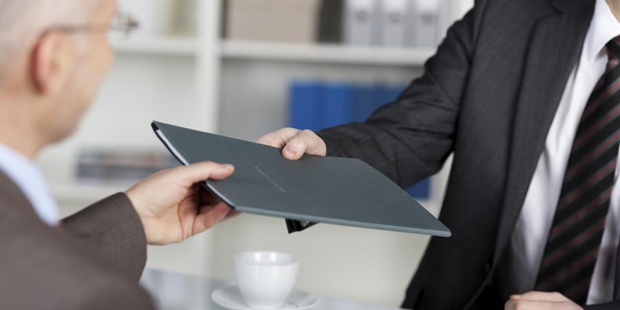 ¿Cuál es la mejor forma de entregar un currículum?