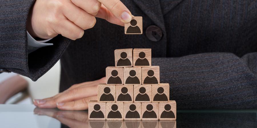 Claves para asumir con éxito el reto de pasar de compañero a jefe